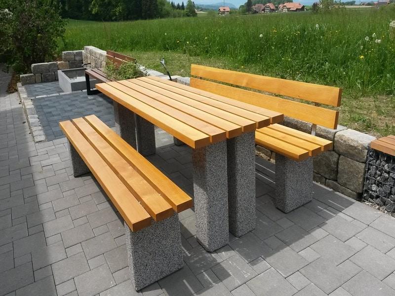 дървени пейки градина
