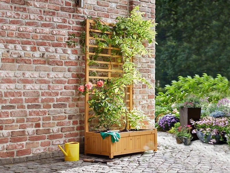 цветарник с пано за пълзящи цветя